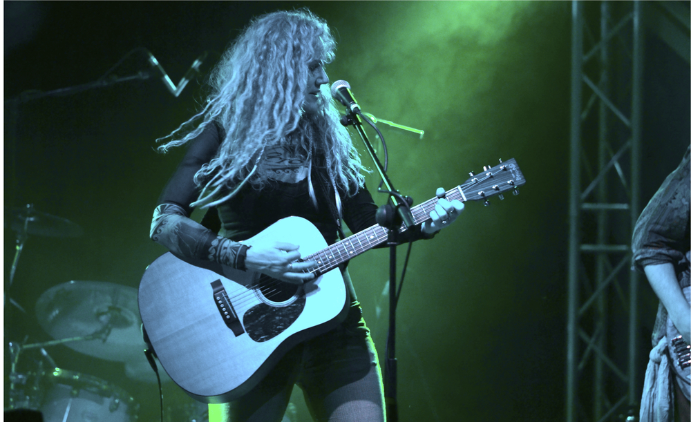 A blues-roots, new folk, tone poet with a highly charismatic stage presence and an astonishing four-octave range voice.