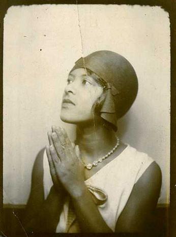 blackhistoryalbum: Art Deco Beauty | 1920s | Black Photo Booth Series via~Snapatorium~ Follow us on Tumblr Pinterest Facebook Twitter