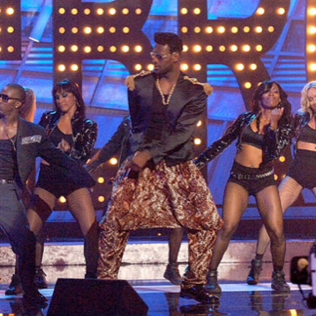 None other than #LEBRONJAMES getting his #MCHammer on at the 2007 #Espy Awards 😂😂 co-hosted by #JimmyKimmel