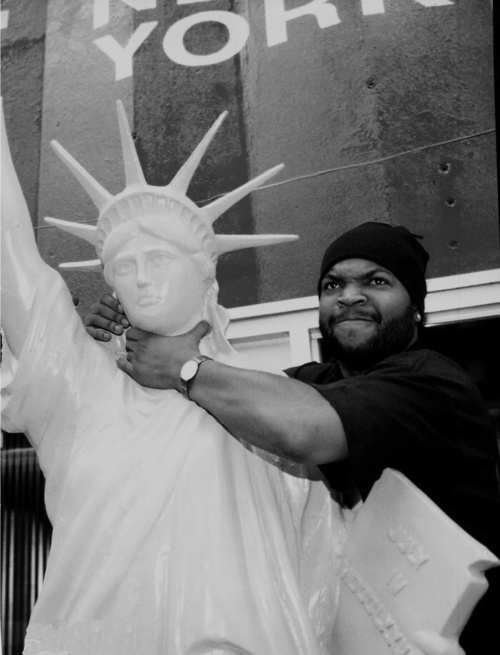 gangstas-hip-hop-paradise: the-case-of-the-misplaced-mic: Ice Cube Kill that fake freedom bitch http://hiphopsmithsonian.com/ice-cube