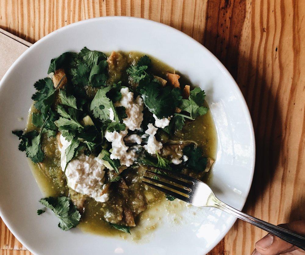 Chilaquiles verdes con burrata