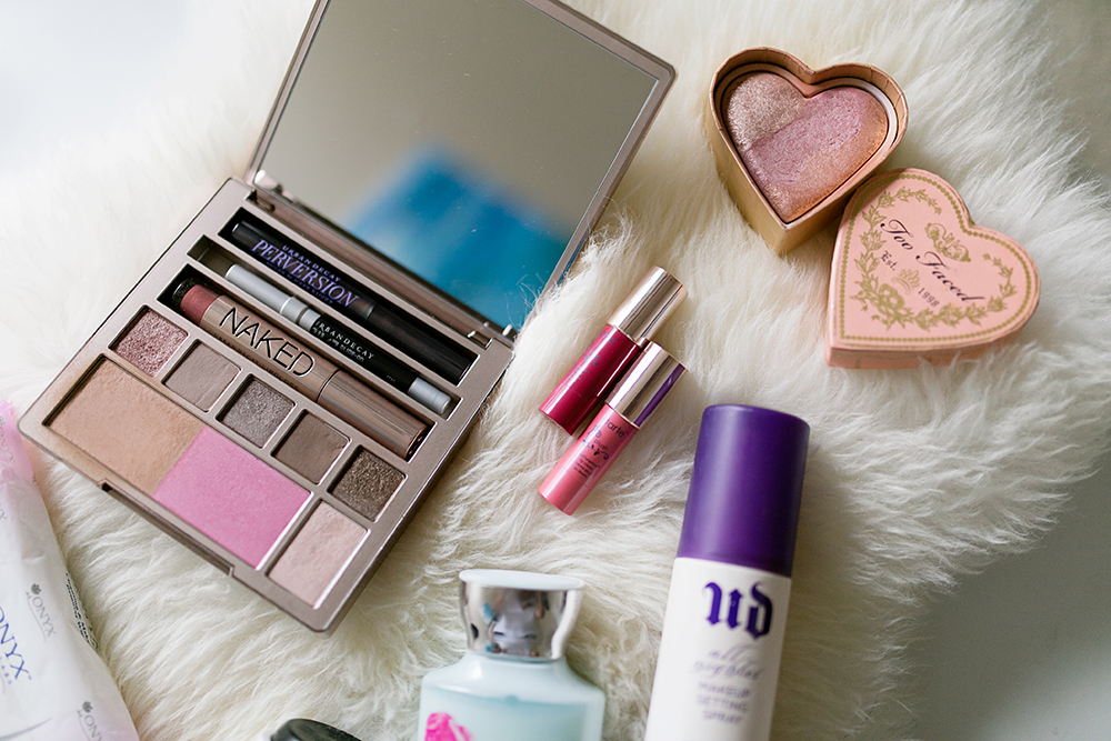 Makeup pictured: Urban Decay On The Run palette, Urban Decay Makeup Setting Spray, Seasonal Tarte mini lipsticks, Too Faced Sweethearts Perfect Flush Blush in Peach Beach.