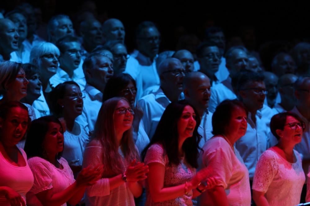 Upplev glädjen och energin i gospelmusiken