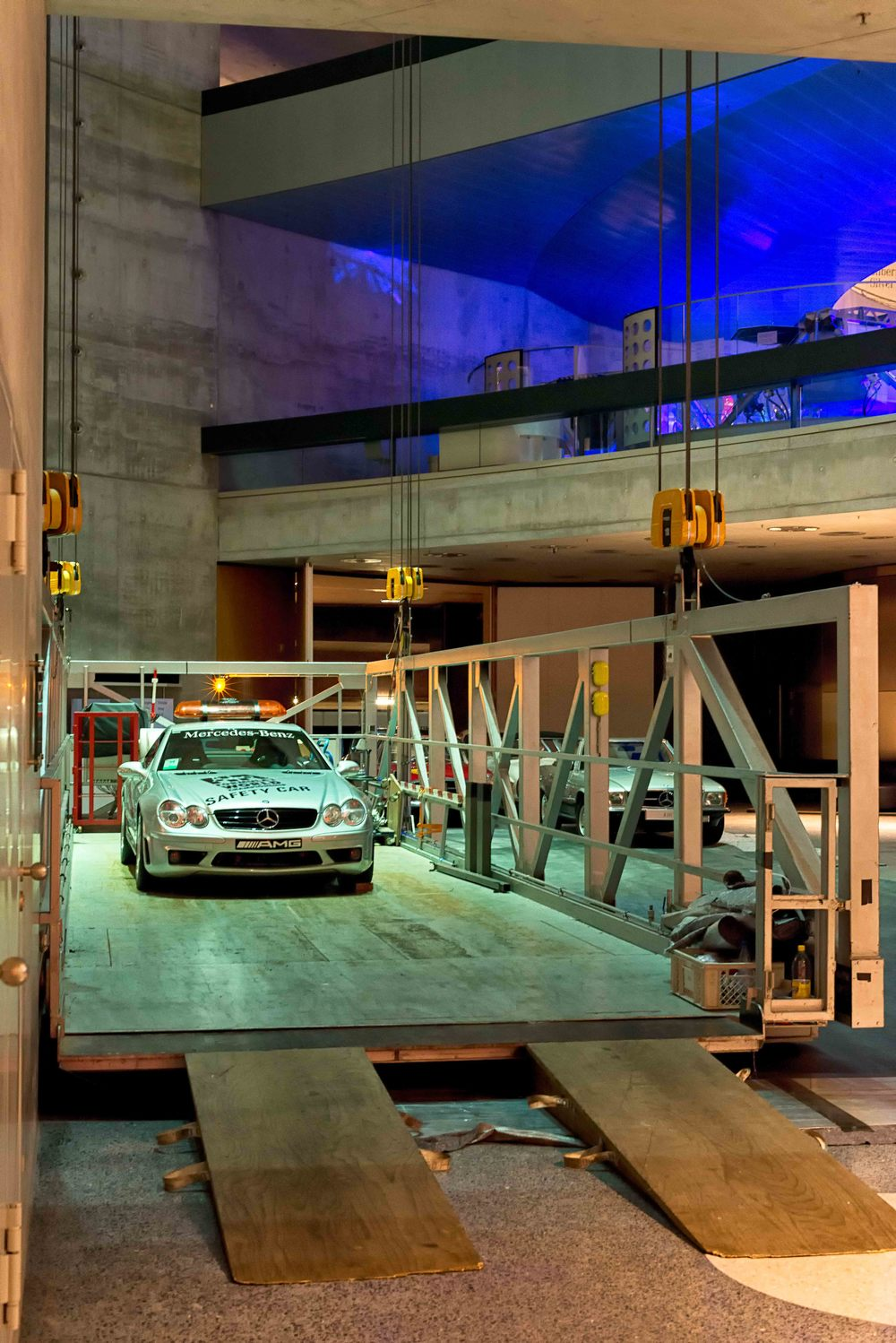 Special: Change of vehicles in the museum with the lift system.