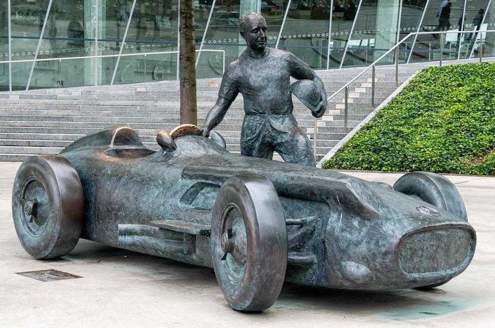 Mercedes-Benz-x03.jpg