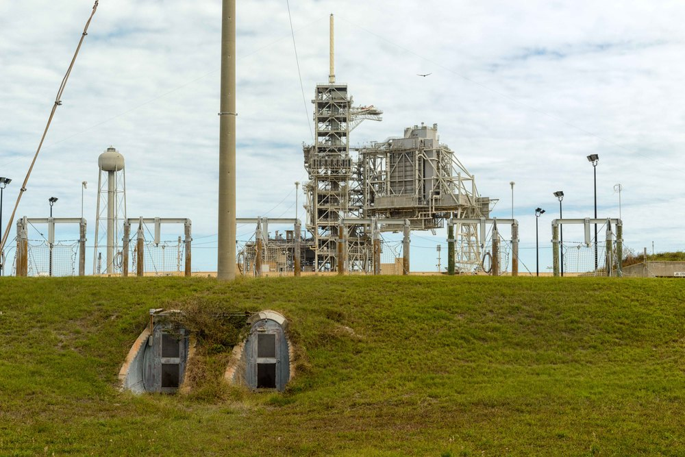 Each pad had a 200-foot (61 m) evacuation tube running from the Mobile Launcher platform to a blast-resistant bunker 39 feet (12 m) underground, equipped with survival supplies for 20 persons for 24 hours. There was also a cab/slidewire system running from the 322-foot (98 m) tower level to evacuate astronauts and technicians 2,503 feet (763 m) away from the pad.