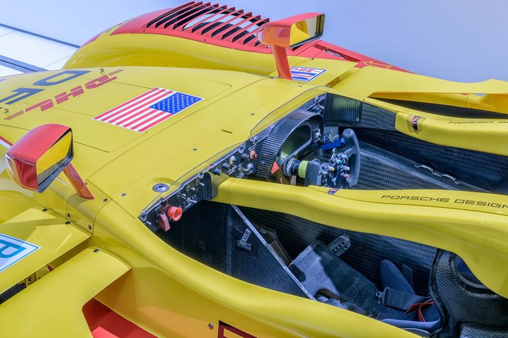 Porsche Museum - 033.jpg