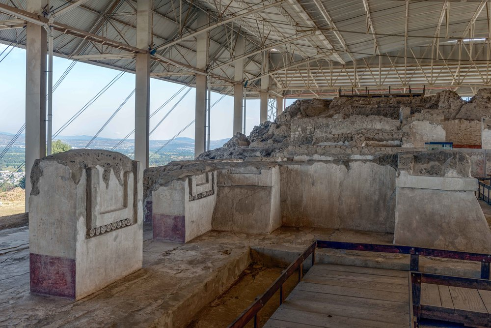 One of the important aspects of the architecture of he Great Platform is the great number of pillars, whose remains are still visible.  These were decorated with murals and reliefs in clay and stucco.