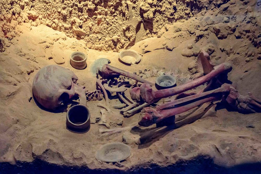 Pigmentation of the cadavers was achieved by placing a large quantity of cinnabar over the shroud of the deceased, which, upon decomposition of the flesh, absorbed into the bone.