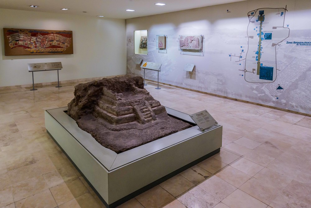 View of one of the exhibition rooms in Museo de los Murales Teotihuacanos.