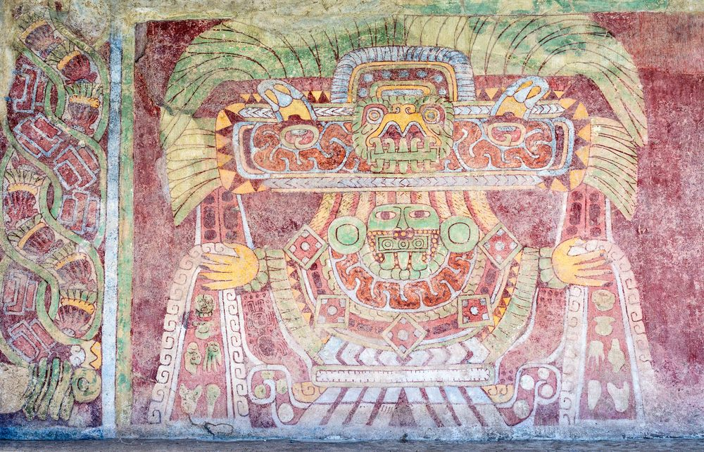 The Goddess or Green Tlaloc. Human individuals positioned on a pedestal or on a opulently adorned throne. Each one has a lavish headdress and wears  abounding necklaces, a mask and a dress. One can observe her outstretched hands with the fingers spread out. It is identified as a feminine deity, although he gender has not been clearly determined. This deity is associated with corn, earth, fertility and vegetation, given that these are seeds, beads made of precious green stone, shells, figurines and other objects in the water that flows from her hands.