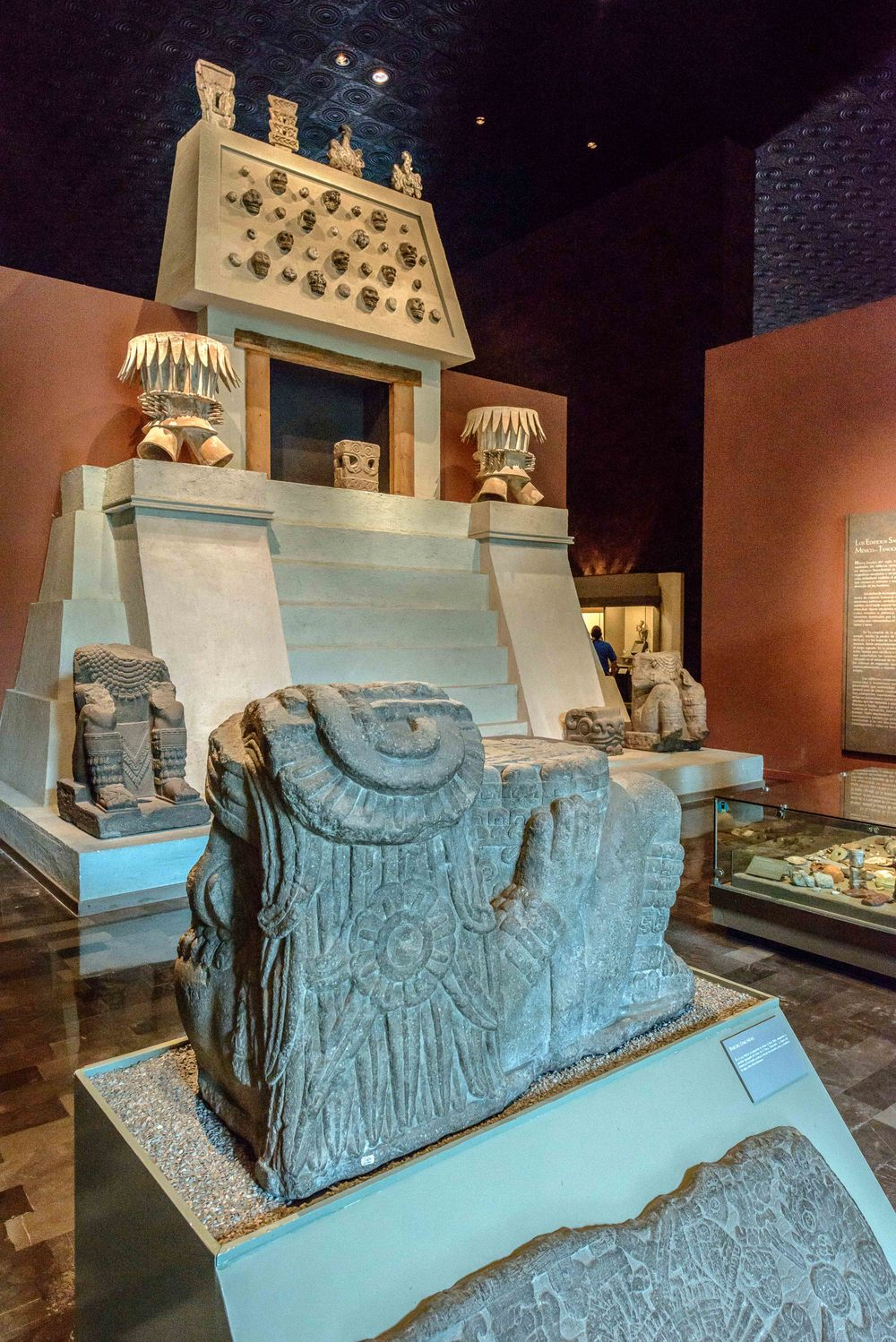 Chac Mool  in front. On the underside was embossed represent the god Tlaloc adopting the crouched position of the God of Earth, Tlaltecuhtli . The figure is immersed in a water world, surrounded by snails, fish and swirls of water, among others.