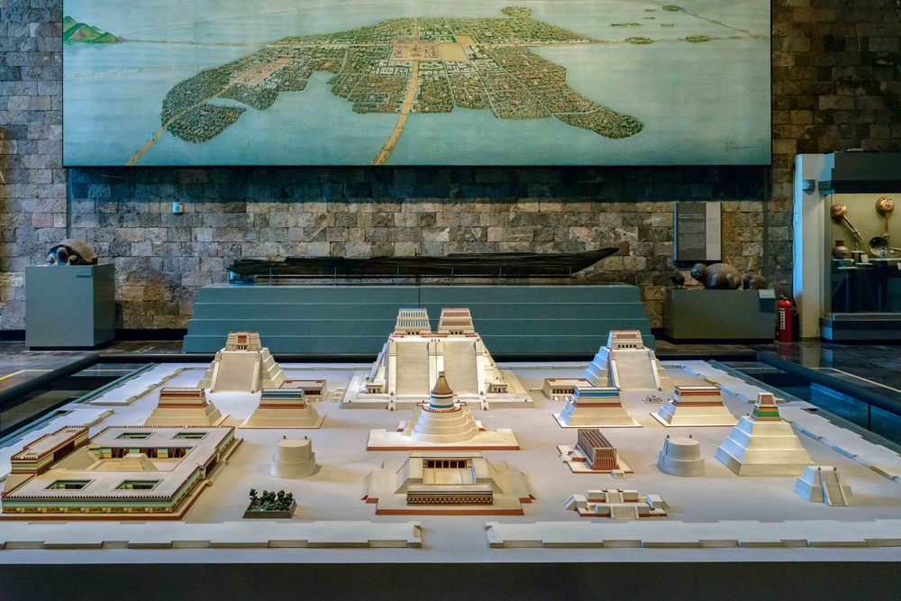 Tenochtitlan  mural in the back and a model of the  main temple complex, the   Templo Mayor  in the front.