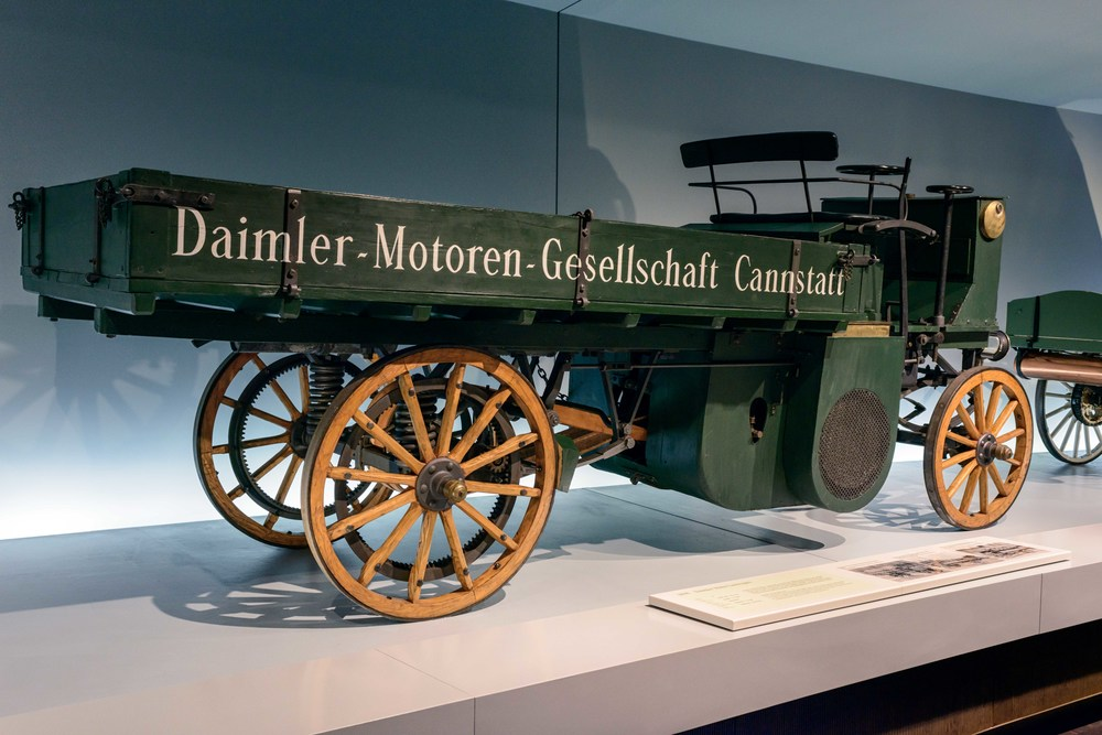 Daimler Motor-Lastwagen.   This motorized truck from the year 1898 is the world's oldest goods vehicle still in existence. Daimler-Motoren-Gesellschaft had built the world's first truck as early as 1896 and sold it to England. Among the first buyers in Germany were breweries which used the trucks for beer deliveries.