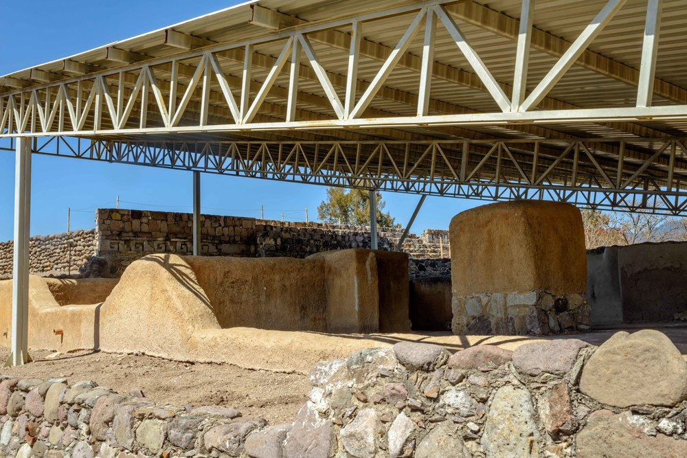 The currently visible construction, once the covering materials were removed, has been called the House of the Great Lord. The building constructed with adobe and stucco finished includes a series of rooms covering a surface of 370 square meters.  Lambityeco, Oaxaca.