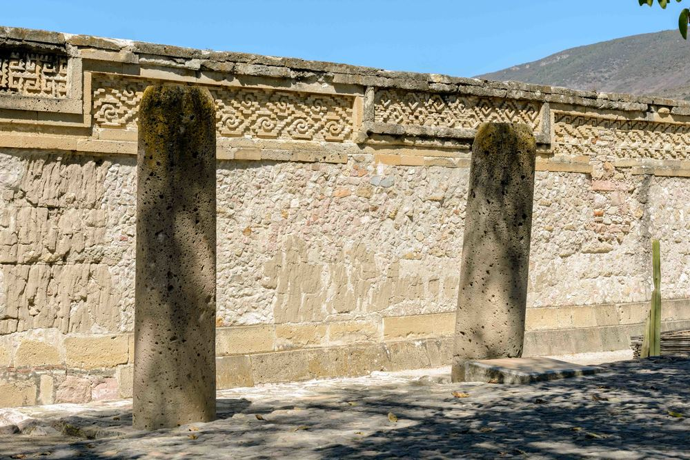 The portal to the temple is flanked by two large columns, which leads into an antechamber. This antechamber once had a roof, supported by six columns, but only the columns and walls remain.