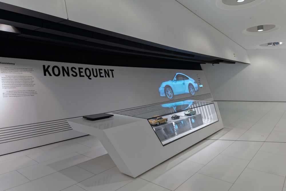 "Information point ""Consistency"" (in german ""Konsequent) about Porsche and the style used."