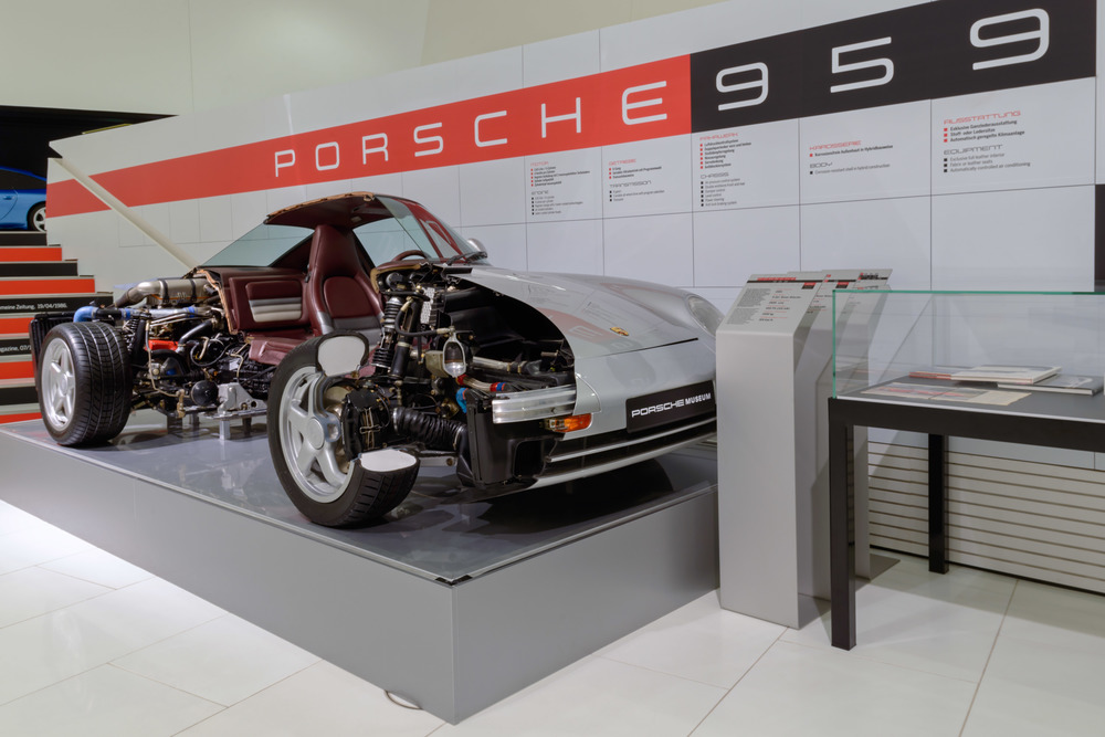 Technical display of Porsche 959.