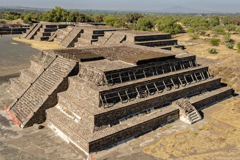 "View from the Pyramid of the Moon to the  ""Palacio de Quetzalpapalotl""  in the back."
