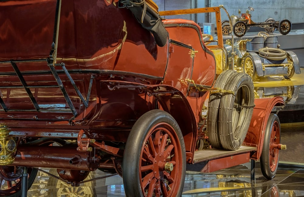 """18 hp Benz double phaeton.   The 18 hp Benz was the successor to the 16/20 hp Benz """"Parsifal"""" of 1903. The """"Parsifal"""" series was the response from Benz & Cie. to the successful Mercedes automobiles built at Cannstatt and which influenced its new design. The new generation of Benz vehicles took over from the old, taller-limbed models."""