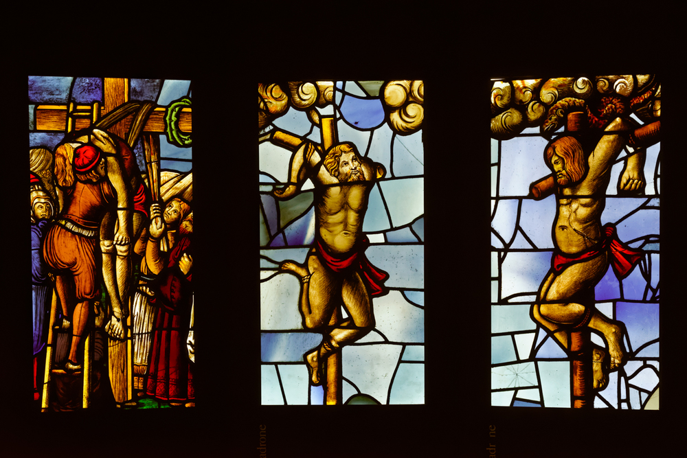 Stained glass windows with details of the cruzification.