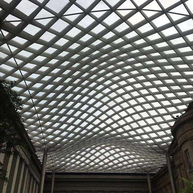The sky's the limit! We swoon over unexpected combinations. The marriage between old/existing architecture and new forms is integral in diminishing waste produced in the architectural industry. . . . . . . . . . #nationalgallery #modernarchitecture #historicarchitecture #landscapearchitecture #sustainabledesign #2yokedesign