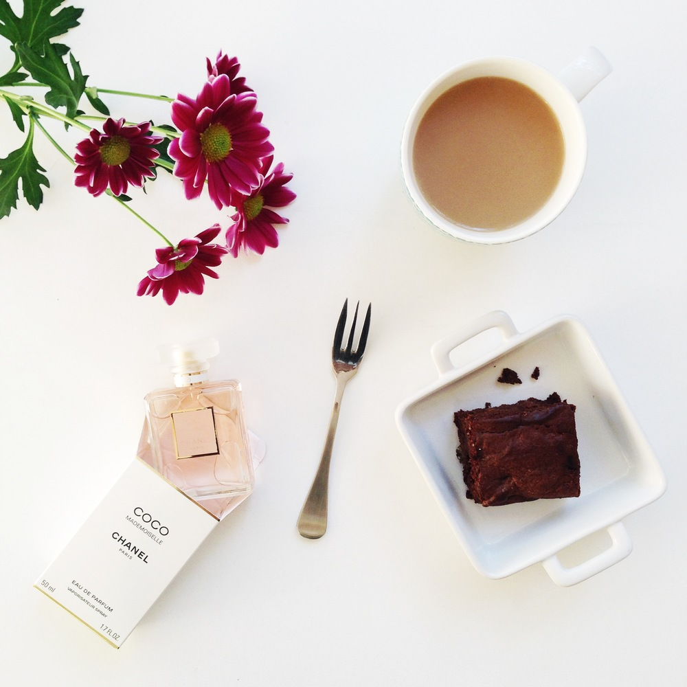 chanel-brownies-fresh-flowers-tea