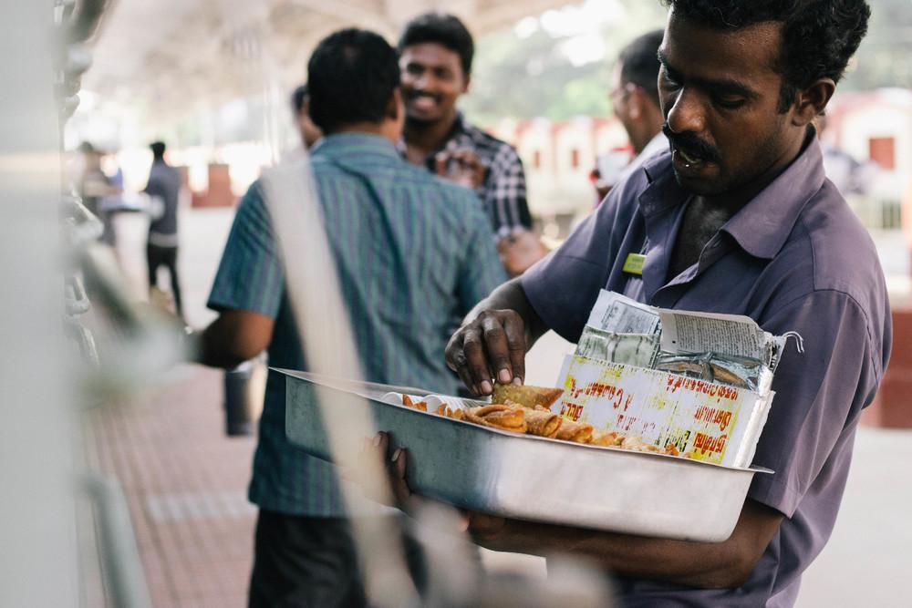 samosa seller train india