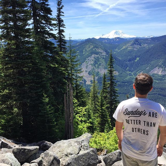 Happy Sunday from the Best Coast! @sundaysgrocery @elliotjfaber #sundaysarebetterthanothers #bestcoast #bestcoastwestcoast #mountrainier #seattlesummer