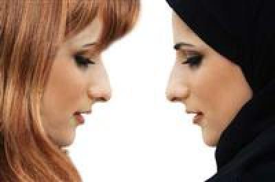 Slikovni rezultat za hijab vs non hijabi