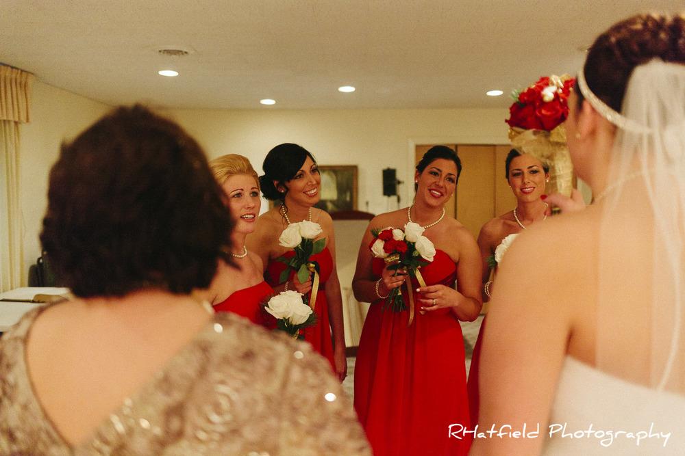 bridesmaids_bride_flowers_look