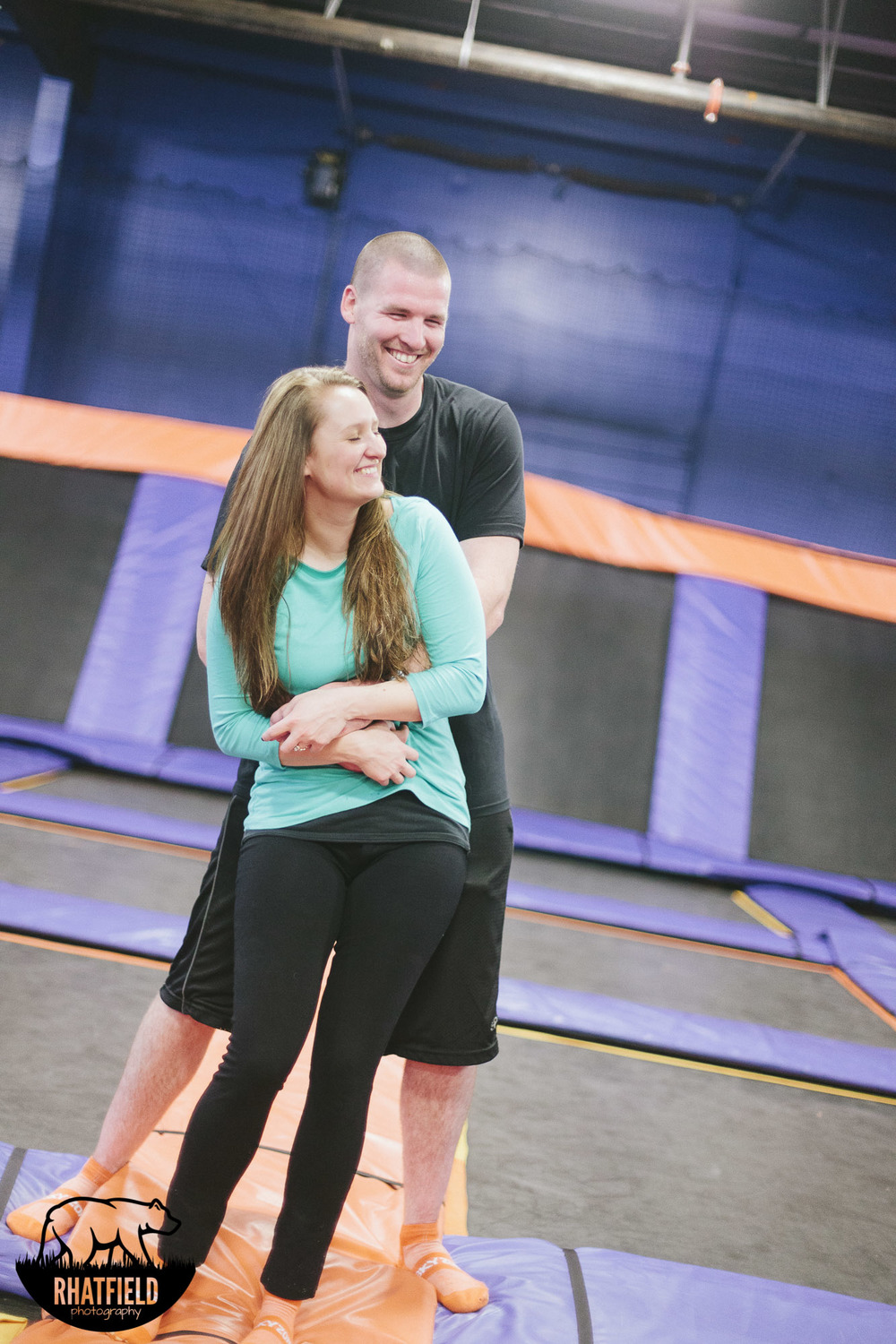tickle-trampoline-skyzone-couple