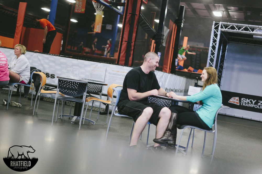 sitting-table-skyzone-engagement