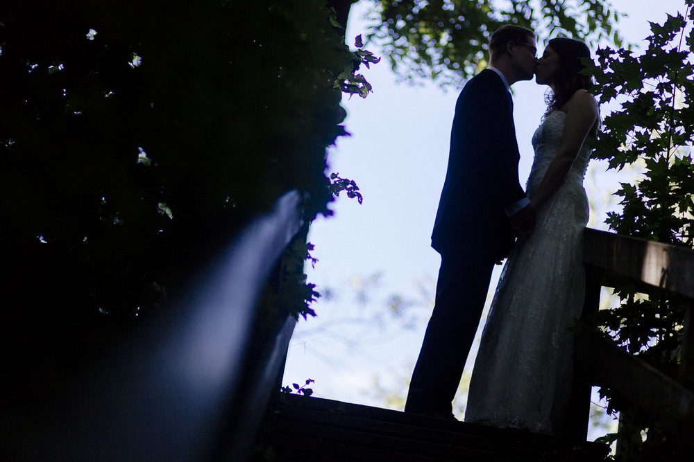 couple-silhouette--wedding-kiss.jpg