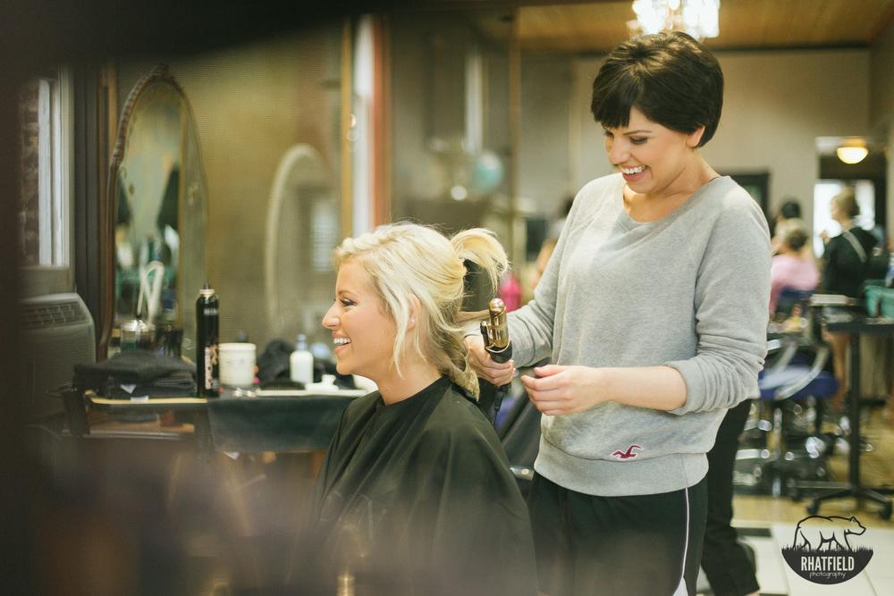 Bride-hair-salon-laugh