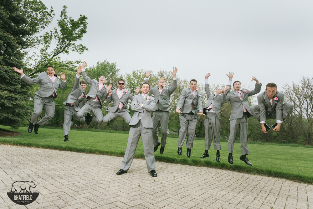 groomsmen-jumping-groom-grass