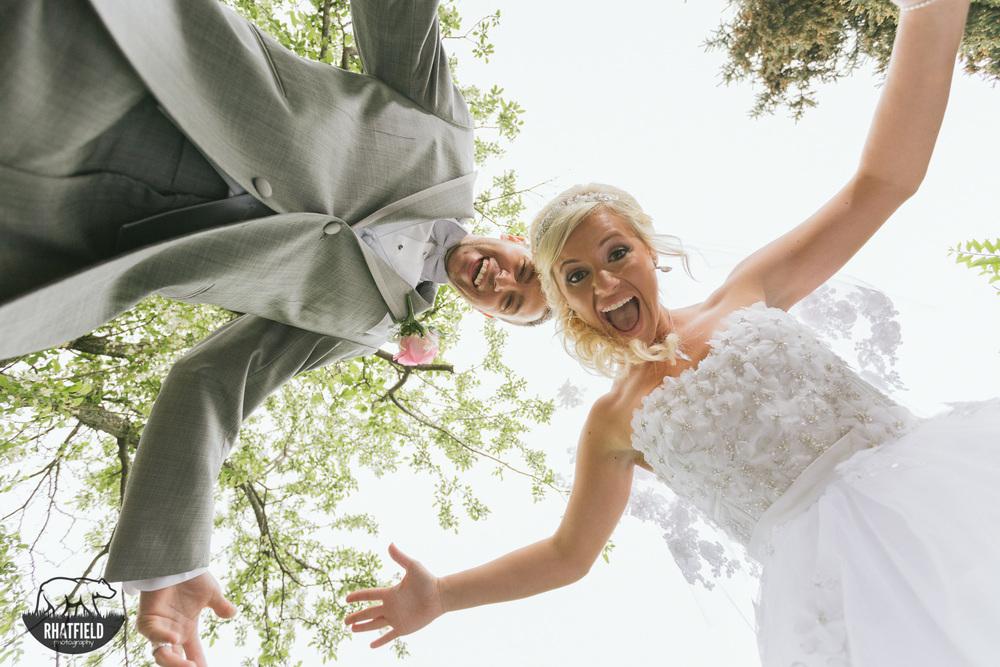 wedding-couple-goofing-around