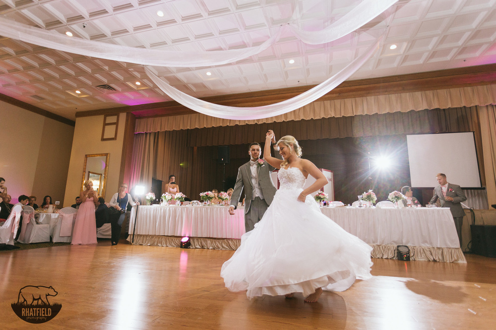wedding-first-dance-twirl