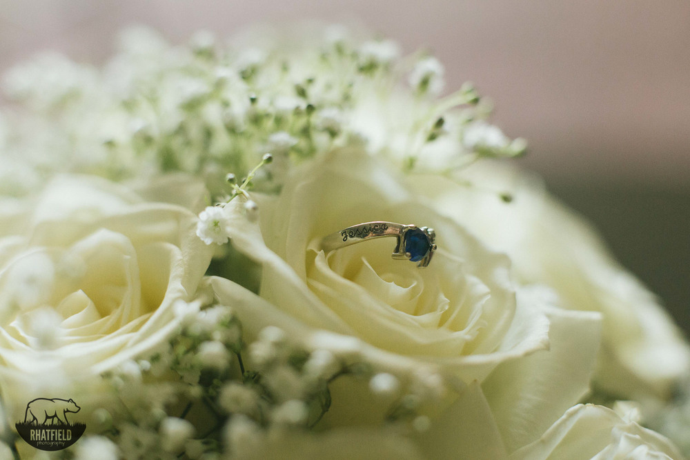 White-Bouquet-blue-ring