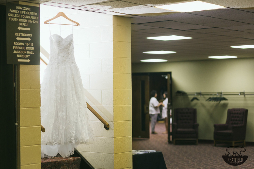 Wedding-dress-hanging-mom-bride