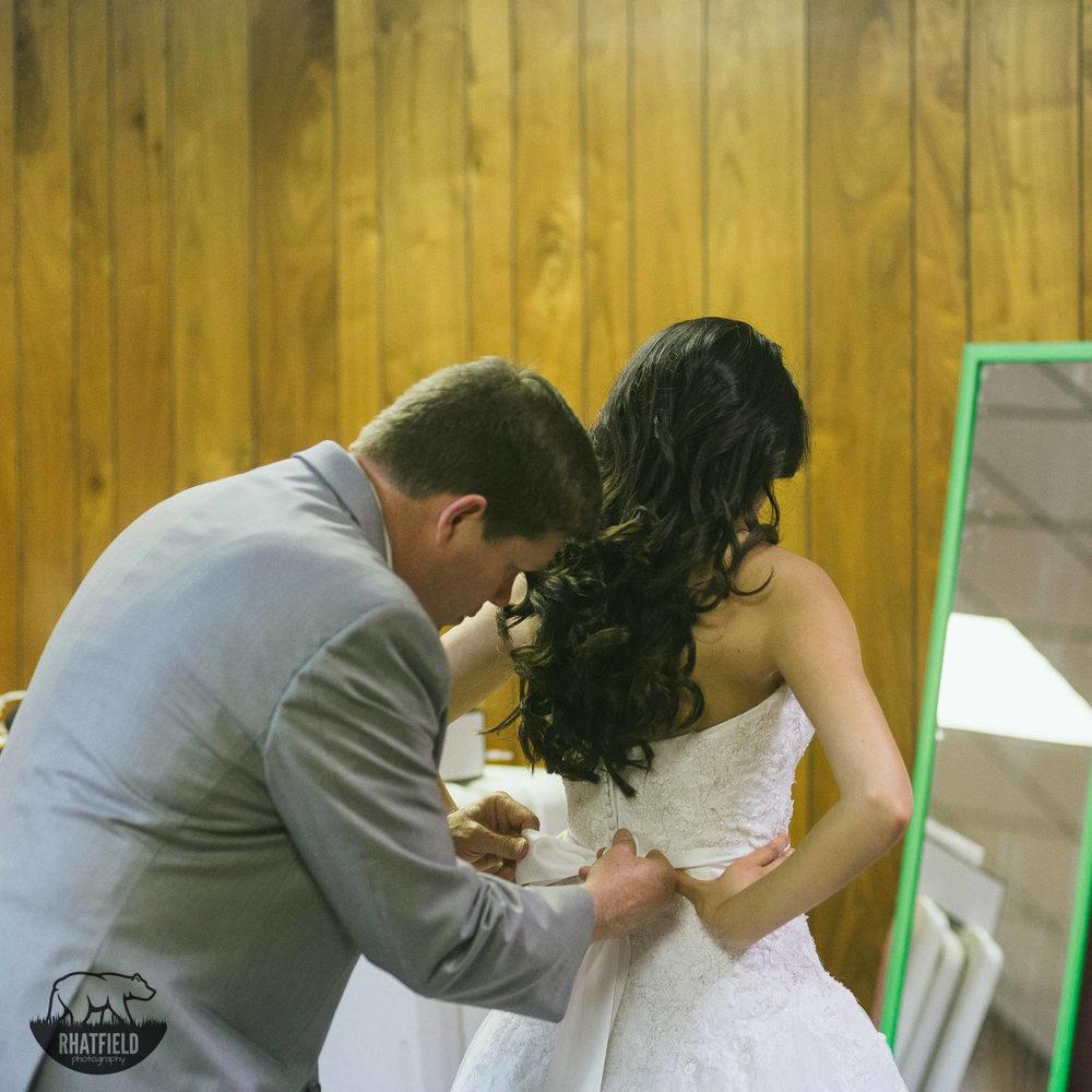 Father-tying-wedding-bow