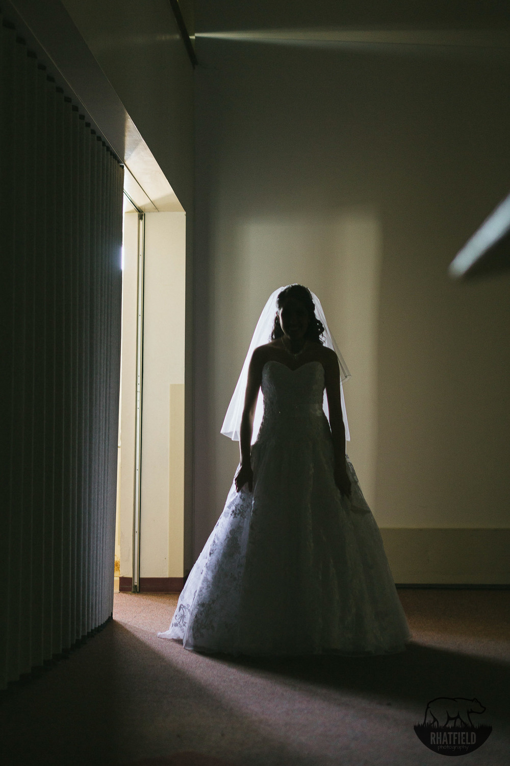 Bride-waiting-backlight-silhouette