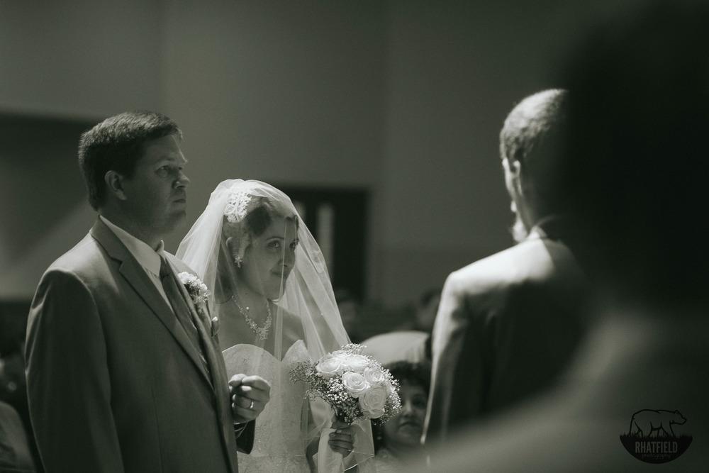 bride-looking-at-husband-alter