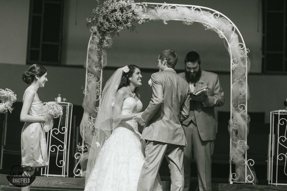 bride-laugh-kiss-alter