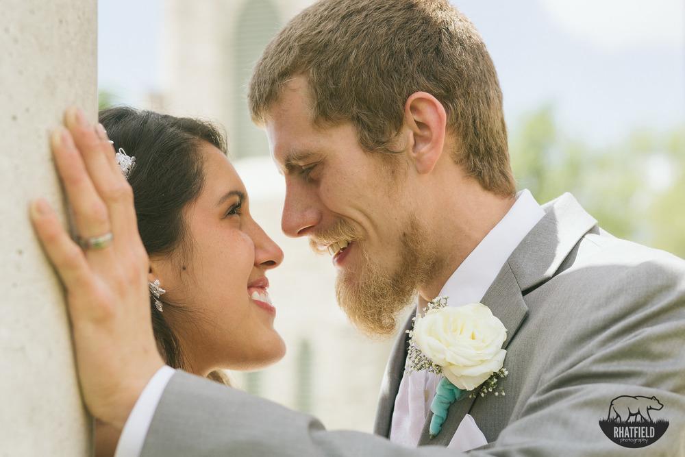 staring-bride-groom-pillar-marion-indiana