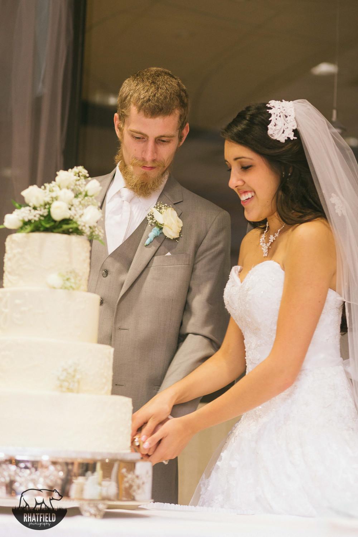 cutting-wedding-cake-marion-indiana