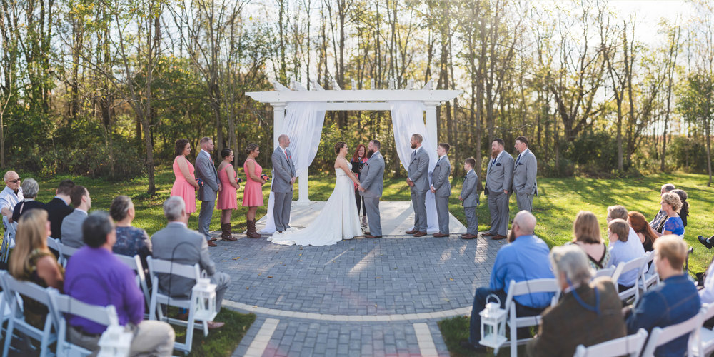 farmhouse-wedding-ceremony-brenizer