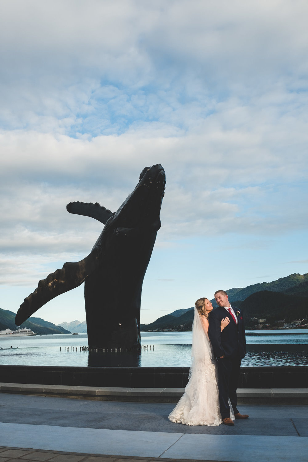 bride-groom-whale-juneau-alaska-fountian
