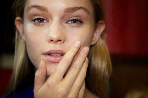 DKNY_model mani close up