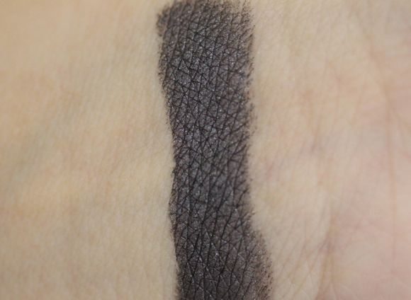 Swatch of Curvaceous Coal without Flash